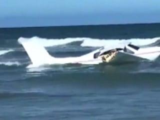 Small plane crashes off shore of Daytona Beach