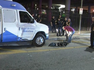 Man tries to carjack Houston news van before stealing police car