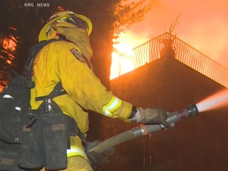 Video shows wildfire burning through Paradise, California