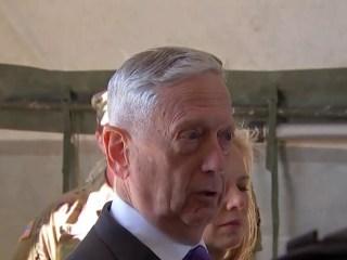 Mattis visits troops at U.S.-Mexico line
