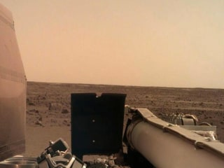 NASA's InSight craft lands on Mars after nail-biting descent