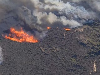 Aerial video shows ravaging Woolsey wildfire in California