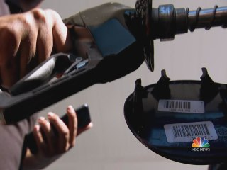 Gas prices plummeting ahead of holiday travel