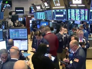 Dow rallies after strong jobs report, comments by Federal Reserve chairman