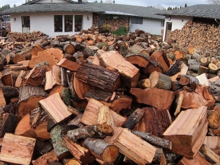 To keep people warm, this man gives away his chopped wood for free