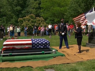 Residents honors military vet at funeral without family attendance