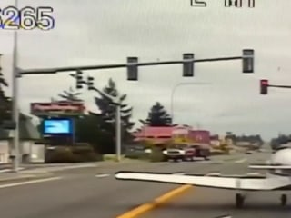 Small plane makes emergency landing on Washington highway