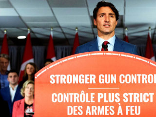 Trudeau pledges to ban assault rifles in Canada