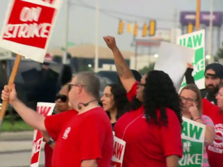 Tens of thousands of auto workers strike against General Motors