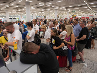 Tour company Thomas Cook collapses, stranding thousands