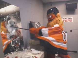 Watch Philadelphia Flyers mascot Gritty destroy objects in arena's new 'rage room'