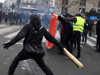 Tear gas used in Paris as pension reform protests turn ugly