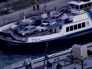 Car falls from ferry in Florida, killing both its passengers