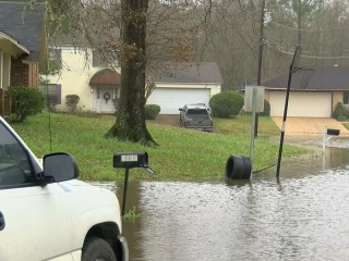 Historic flooding in Mississippi forces mass evacuations