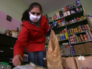 Illinois woman helps community with garage food pantry