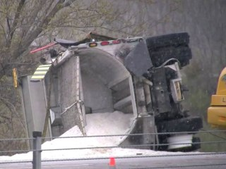 Massive highway pileup in Wisconsin leaves at least 1 dead