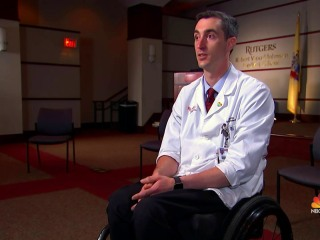 Medical student says being in wheelchair helps him form special connection with patients