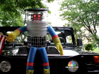 HitchBOT's U.S. Tour Ends With Vandalization in Philly