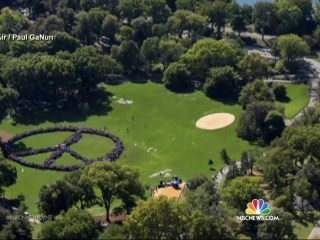 Thousands Join Yoko Ono to Form Giant Peace Sign in Central Park