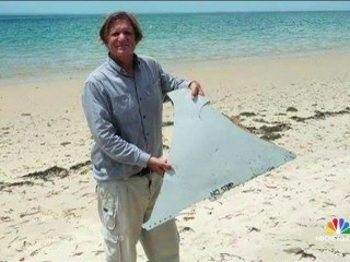 Possible Piece of MH370 Airliner Found by U.S. Adventurer