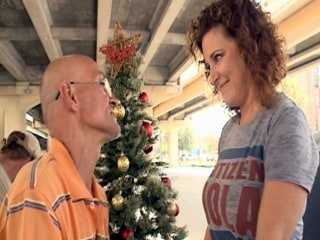Neighbors Replace Homeless Man's Christmas Tree