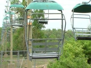 Zoo Lift Leaves Visitors Hanging