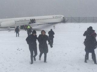 Delta Airlines Plane Skids Off LaGuardia Airport Runway