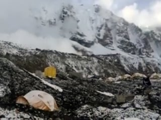Video Captures Earthquake-Triggered Avalanche on Everest