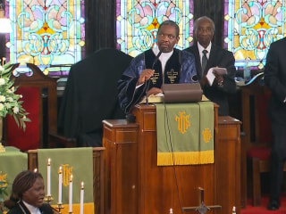 After Massacre, Sunday Service Begins With Cheers at Emanuel AME