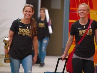 U.S. Women's Soccer Team Arrives to Cheers in LA