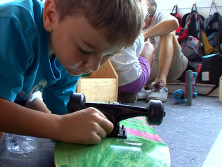 Program Teaches Tech-Savvy Kids to Build With Old School Tools