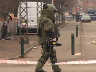 Bomb Squad Investigates Suspect Package at Copenhagen Cafe