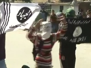 Masked Kashmiris Raise ISIS Flag During Clashes