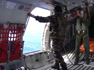 French Military Search the Indian Ocean off Reunion for MH370 Debris