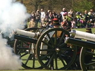 Queen Elizabeth's 89th Birthday Marked With 41-Gun Salute