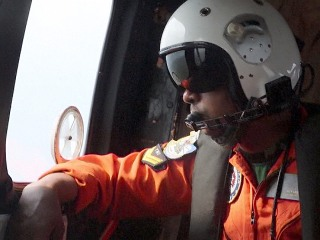 Indonesian Helicopters Resume Search for AirAsia Jet