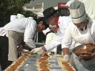 Chefs Rustle Up Record-Breaking 9,000-Foot Taco Line