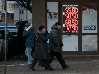 Russian Economy Slumps as Ruble Tumbles