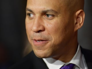 Cory Booker Formally Backs Hillary Clinton