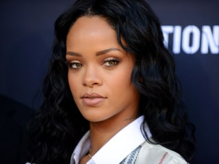 Rihanna Rants Over Pulling Song From NFL Pregame Show