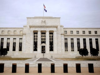 Fed Approves Restrictions on Its Emergency Lending Powers