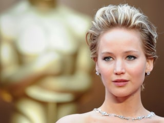 FBI, Apple Probing Alleged Nude Photo Hack of Jennifer Lawrence and Others
