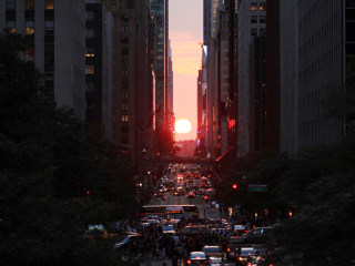 Manhattanhenge: Time for Sunset's Rite of Spring on New York Streets