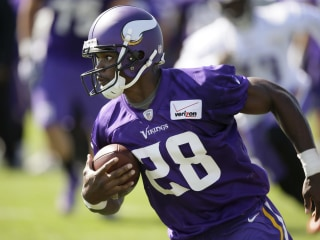 Vikings Tell Peterson to Stay Away From Team Activities