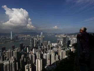 London Topples Hong Kong as World's Priciest Place to Live