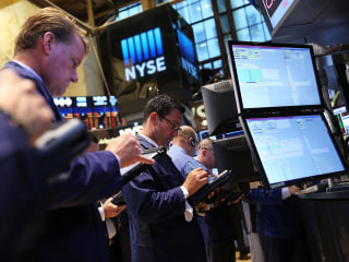 Dow Drops 200 Points on a Slew of Worries
