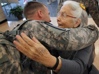 'Hug Lady' Gives Priceless Gift to Fort Hood Soldiers