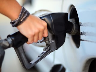 As Pump Prices Tumble, Gas Guzzlers Soar and Fuel Sippers Slide