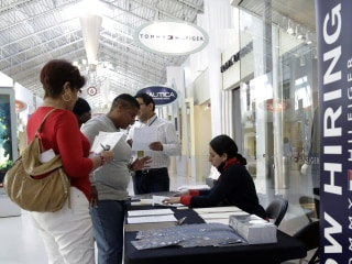 U.S. Applications for Jobless Aid Rise, but Still Near Lows