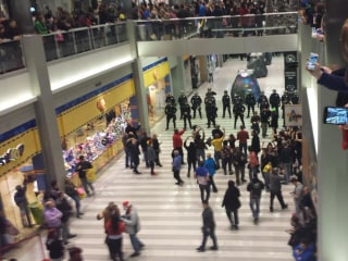 Protesters Mass at Mall of America on Busy Shopping Day
